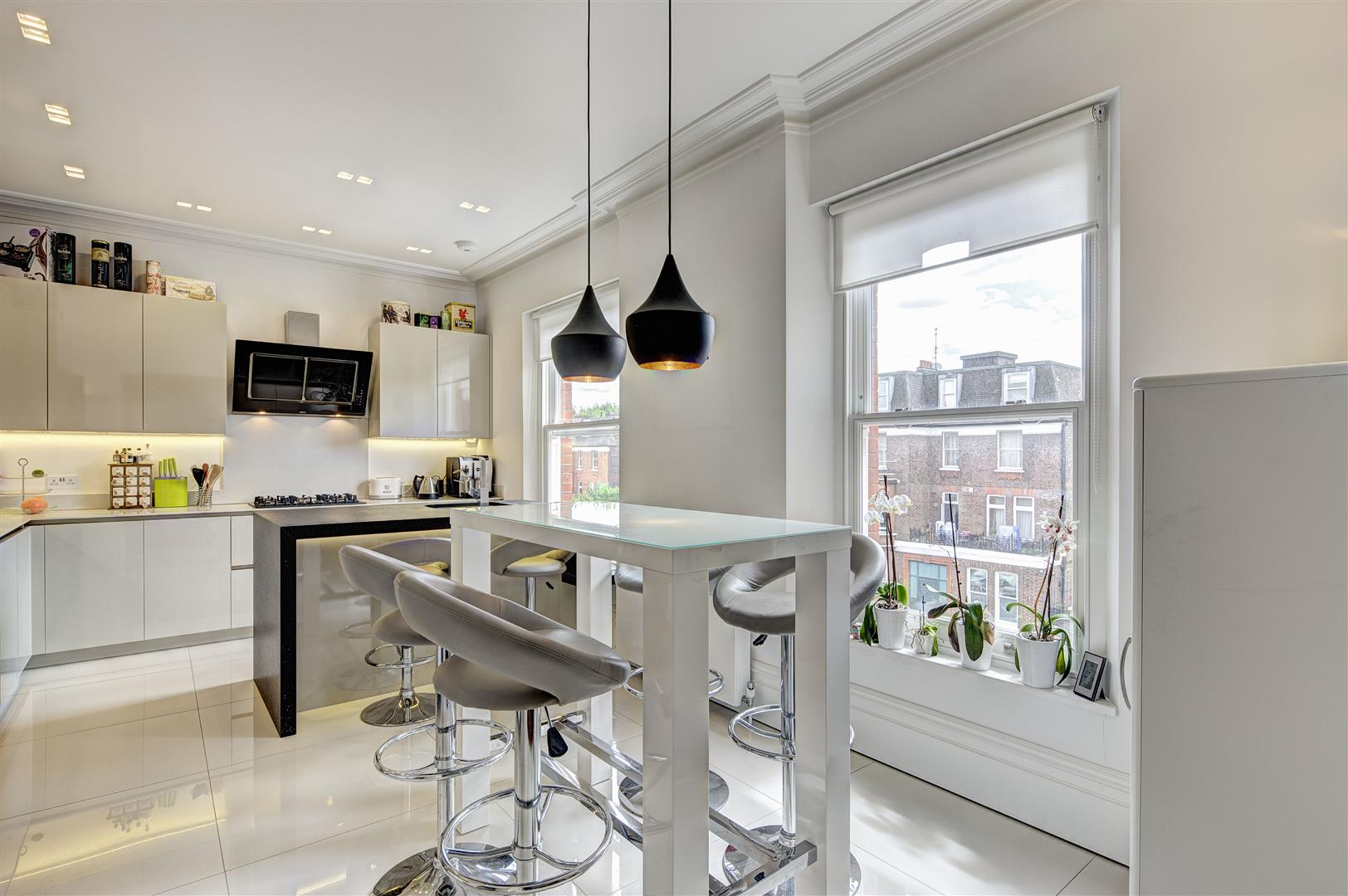 3 Bedrooms Flat for sale in Canfield Gardens, South Hampstead, NW6